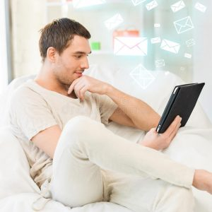 man-sitting-couch-tablet-pc-38095715