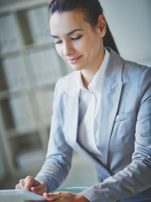 mujer clases gratuitas altos estudios inmobiliarios